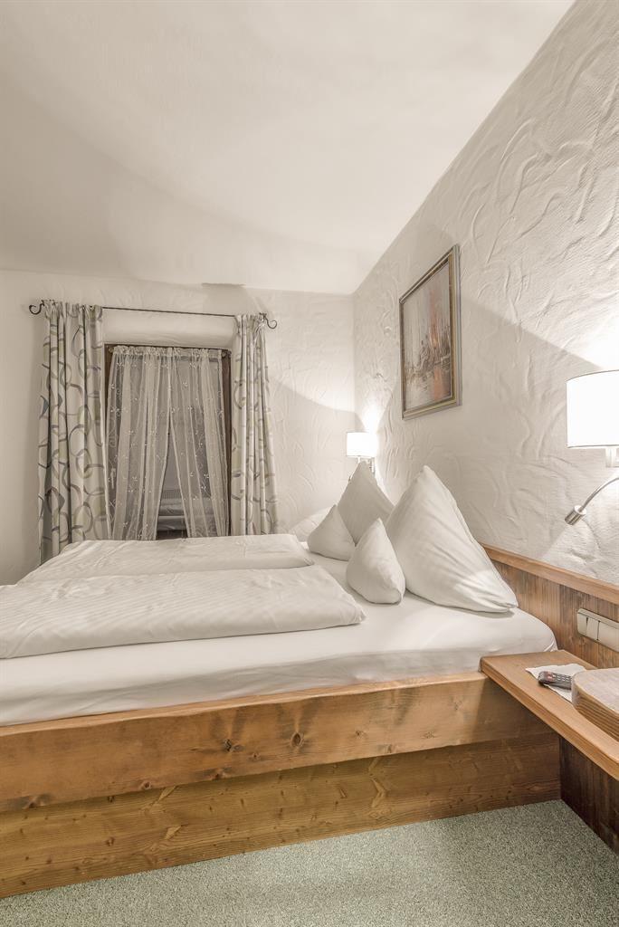 Appartement KITZBÜHEL Verfügt über Einen Balkon, Eine Wohn /Kücheneinheit  Mit Sitzecke, Zweite Getrennte Schlafzimmer Für Jeweils 2 Personen.